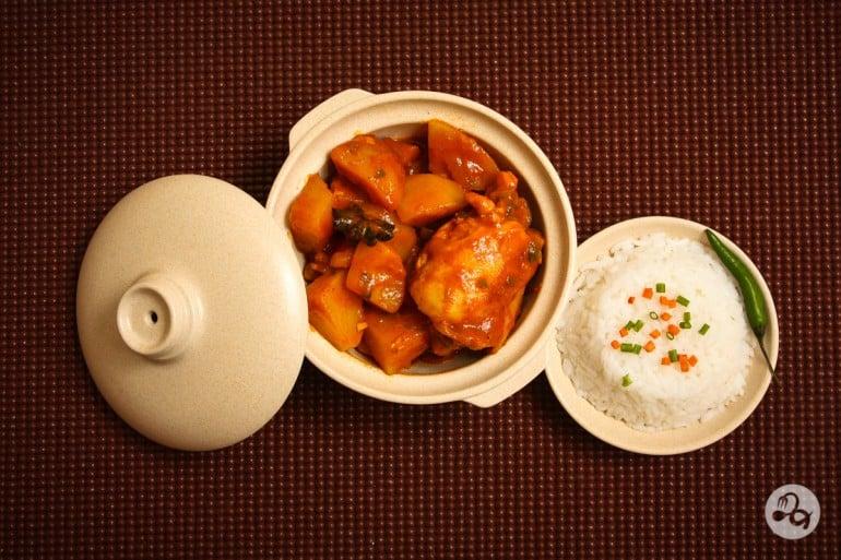 Curry de pui cu orez fiert