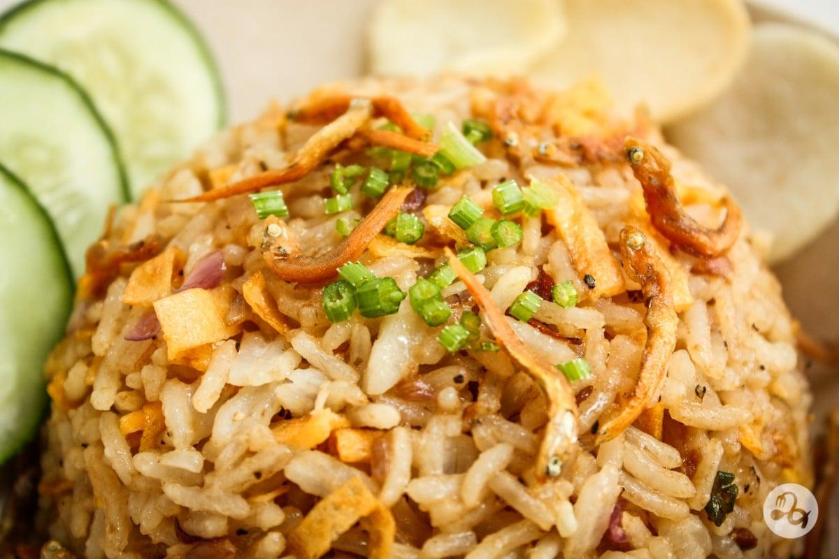 Рисовая лапша с креветками в соусе пинанг.