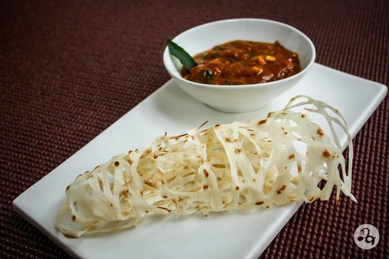 Roti Jala cu sos indian